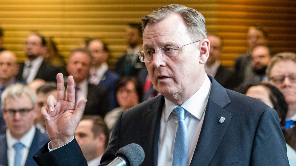 Bodo Ramelow (R) of the far left Die Linke party is sworn in by Birgit Keller, President of the Thuringian State Parliament, after he was elected Thuringian State Premier at the Thuringian State Parliament in Erfurt, eastern Germany, on March 4, 2020. - Lawmakers in the eastern German state of Thuringia again elected a new state premier, after the first vote plunged Chancellor Angela Merkel's ruling CDU party into what has been described as the biggest crisis in its history. It is the second attempt in a month to form a working government in the former East German state, after CDU MPs there set off an earthquake in national politics by voting with the far-right AfD in February 2020. (Photo by JENS SCHLUETER / AFP)