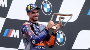 Miguel Oliveira (KTM) aprovecha la pelea de Miller y Espargaró y consigue la victoria en el GP de Estiria.