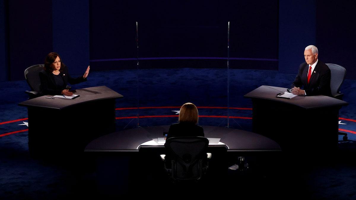 Pence y Harris chocan por el coronavirus en el debate. En la foto, la nominada demócrata Kamala Harris y el republicano Mike Pence en el debate de vicepresidentes de EEUU, este miércoles en Salt Lake City (Utah).