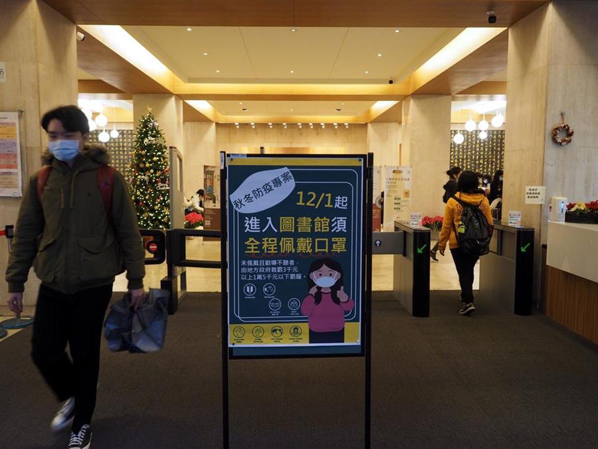 Taiwán está imponiendo severas multas a quien no cumple las medidas.