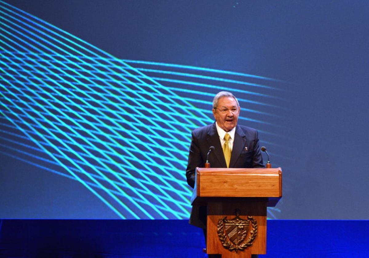 El presidente de Cuba, Raúl Castro, durante el discurso inaugural de la cumbre de la Celac, este martes en La Habana.