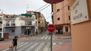 Aspecto de la calle de Sant Feliu de Guíxols donde un hombre atacó a su mujer y a su hija.