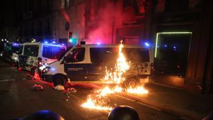 Fuego en una furgoneta de la Guardia Urbana