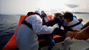Rescate de inmigrantes en el mar Egeo.