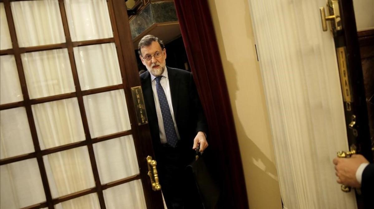 Mariano Rajoy entra al hemiciclo de Congreso, durante el pleno de este miércoles.