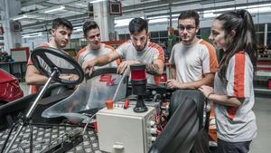 Estudiantes de FP Dual, en la fábrica de Seat, en junio del 2018.