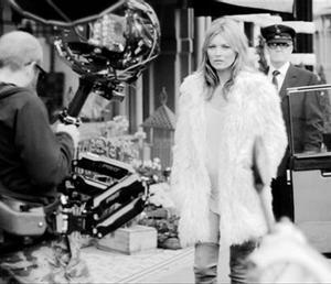 Kate Moss protagoniza un corto por las calles de Londres