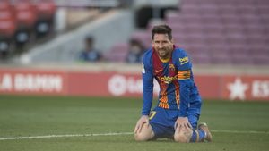 Leo Messi se lamenta de una ocasión perdida ante el Atlético.