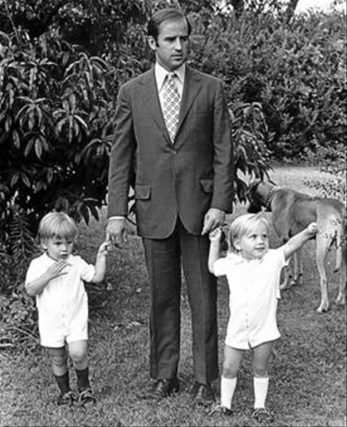 Joe Biden, amb els seus fills Hunter (esquerra) i Beau, cap el 1972.