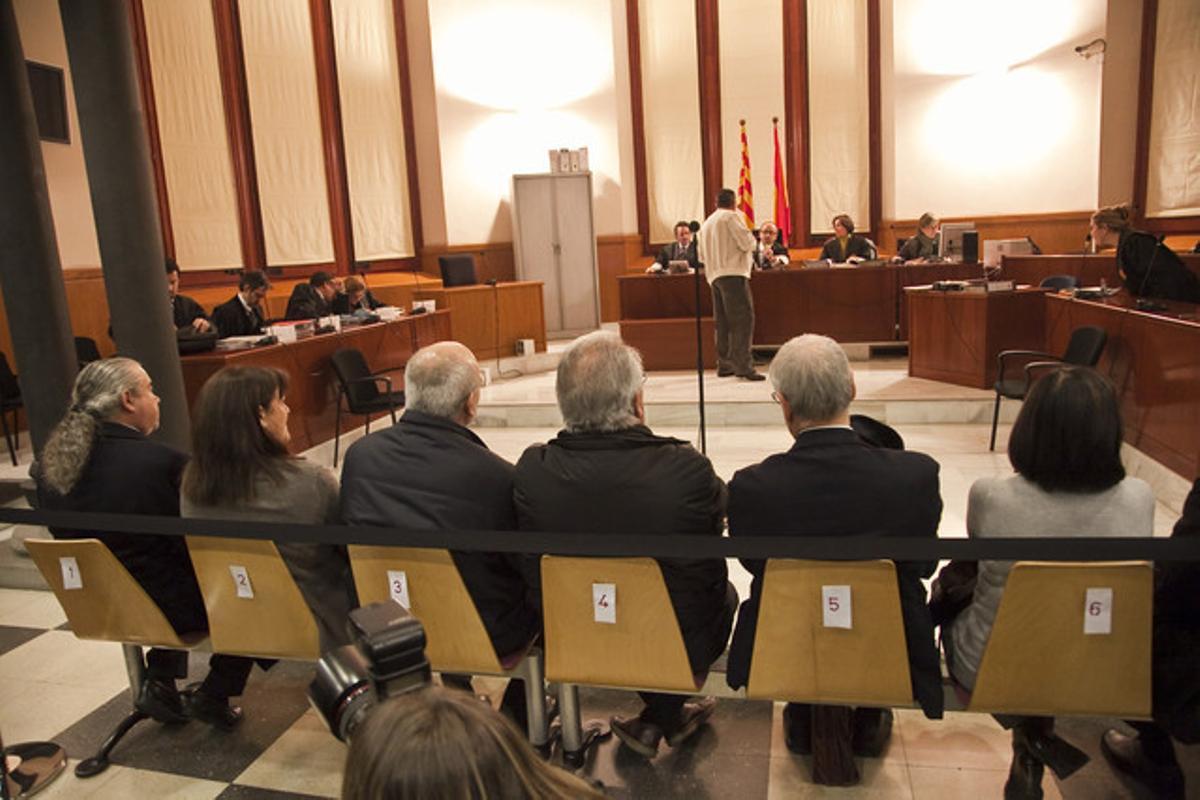 Pallerols (izquierda) y el resto de los acusados en el juicio celebrado el pasado martes.