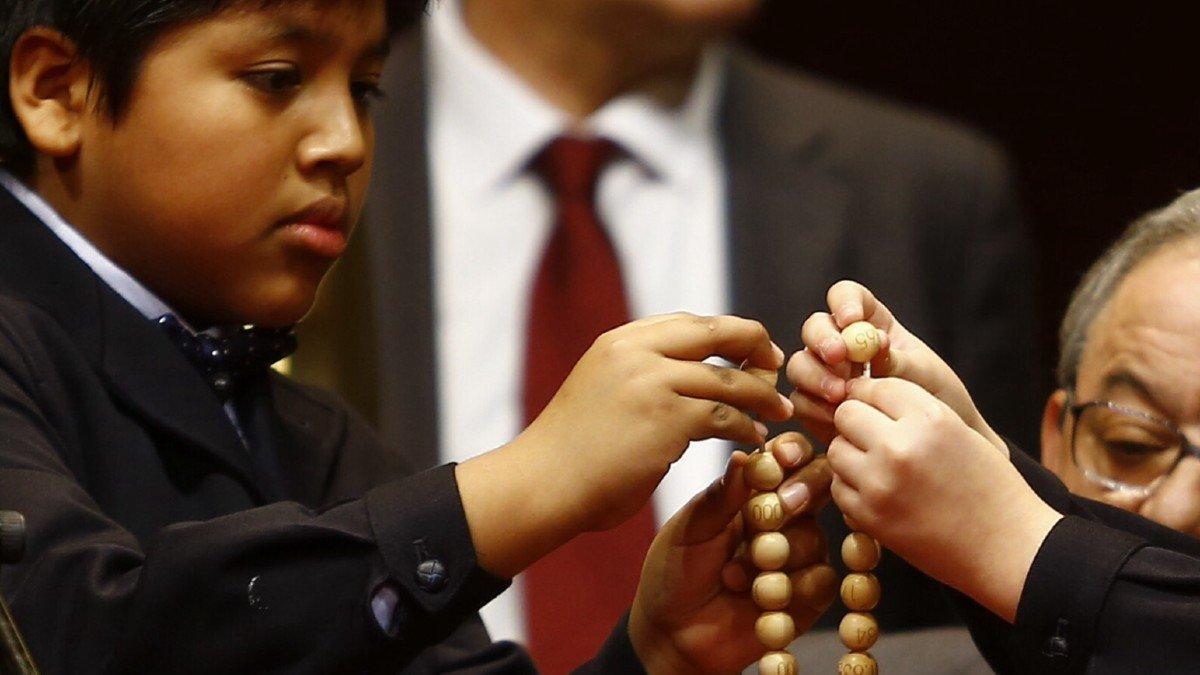 Niño de San Ildefonso durante el Sorteo de la Lotería de Navidad.