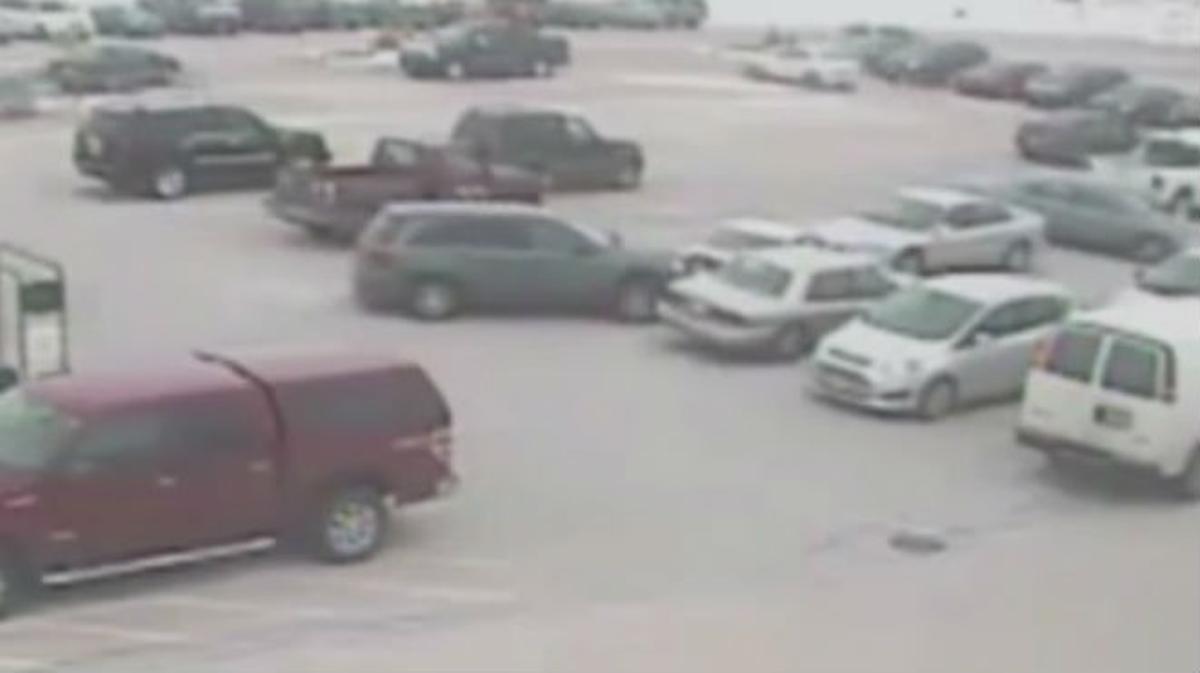 Un hombre de 92 años choca con 8 vehículos antes de salir del aparcamiento en Wisconsin