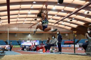 María Vicente, durante el concurso de salto del Campeonato de España de pista cubierta.