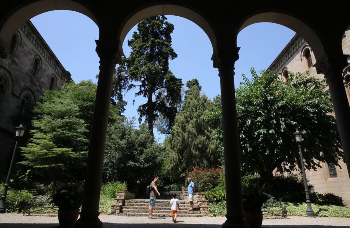 Jardines del edificio histórico de la Universitat de Barcelona (UB).
