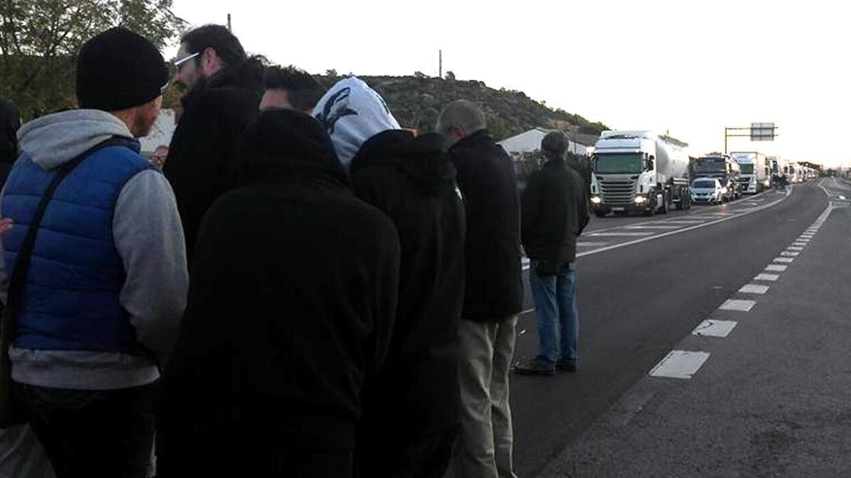 Cortes de tráfico en la N-340, a la altura de les Cases d'Alcanar.