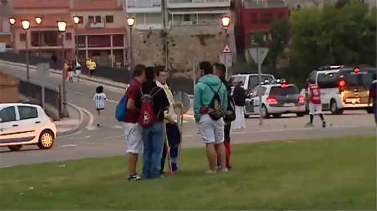 Manifestantes explican el motivo de su repulsa a la iniciativa del Toro de la Vega