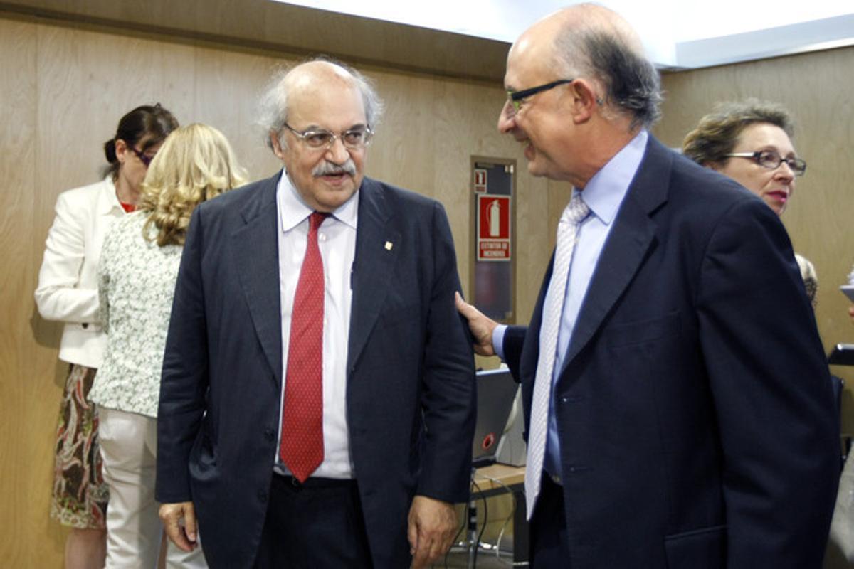 El 'conseller' Andreu Mas-Colell (izquierda) y el ministro Cristóbal Montoro, el pasado julio en Madrid.