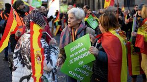 Uns 300 CDR i seguidors de Vox s'interccanvien insults a Barcelona: «Fora feixistes»