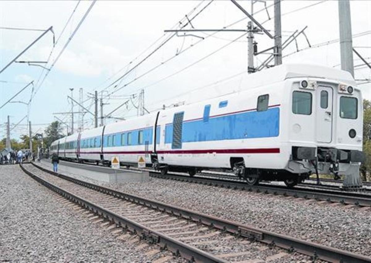 Talgo en Rusia 8 Uno de los trenes de la empresa española realiza pruebas en Rusia.