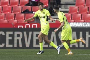 Marcos Llorente (i) celebra el primer gol del Atlético en Granada.