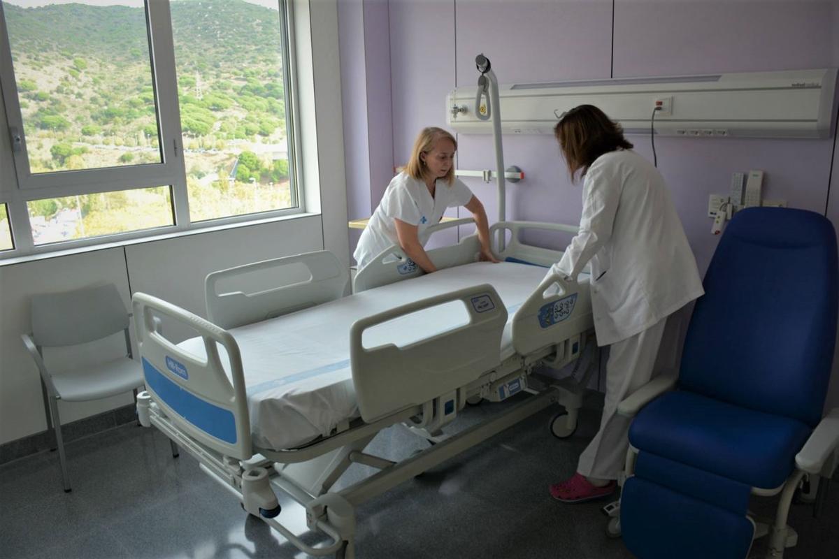 Dos profesionales del Hospital Can Ruti de Badalona en una imagen de archivo.