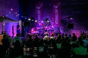Concierto en el patio de la Nova Cava Jazz de Terrassa