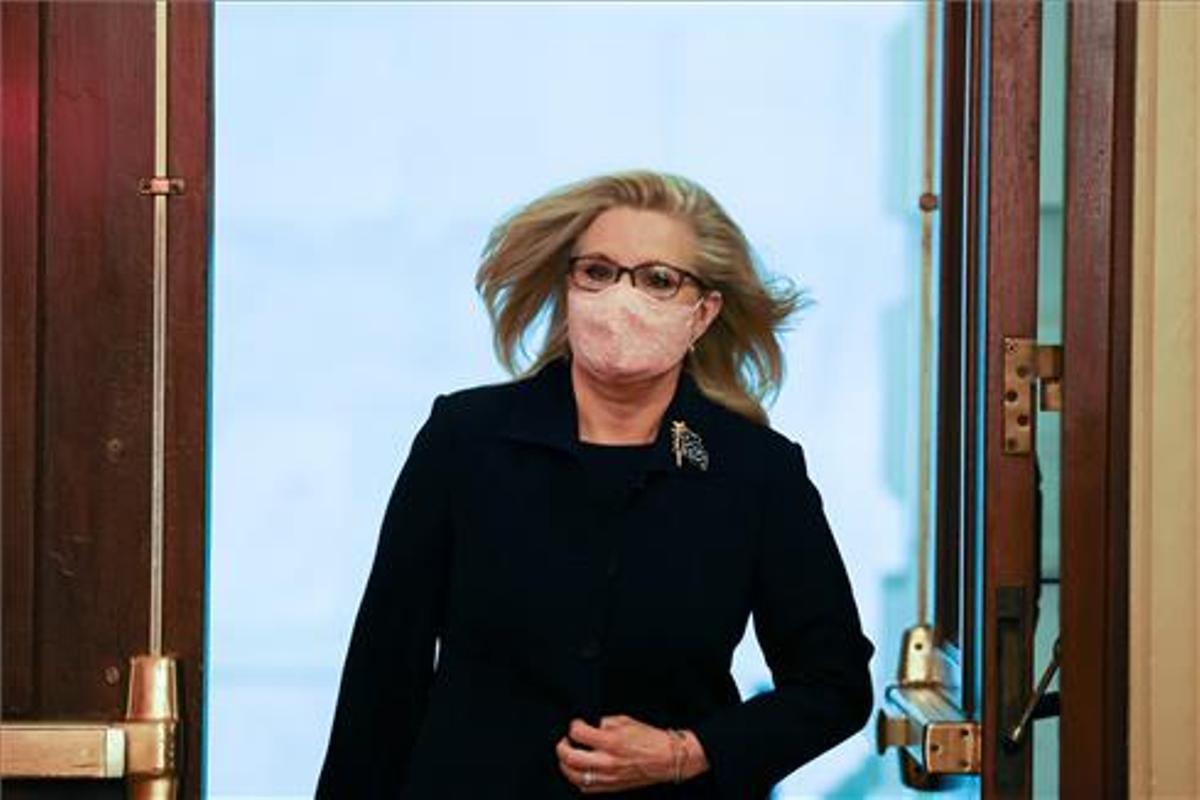 Cheney llega al Congreso en la víspera de su posible destitución.