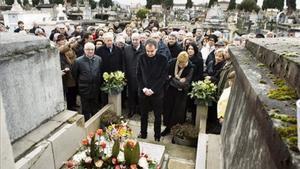 El expresidente del Gobierno español José Luis Rodríguez Zapatero, durante su visita a la tumba del presidente de la Segunda República Manuel Azaña, en Montauban.