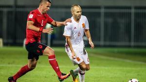 Iniesta, en su reciente partido con la selección ante Albania.