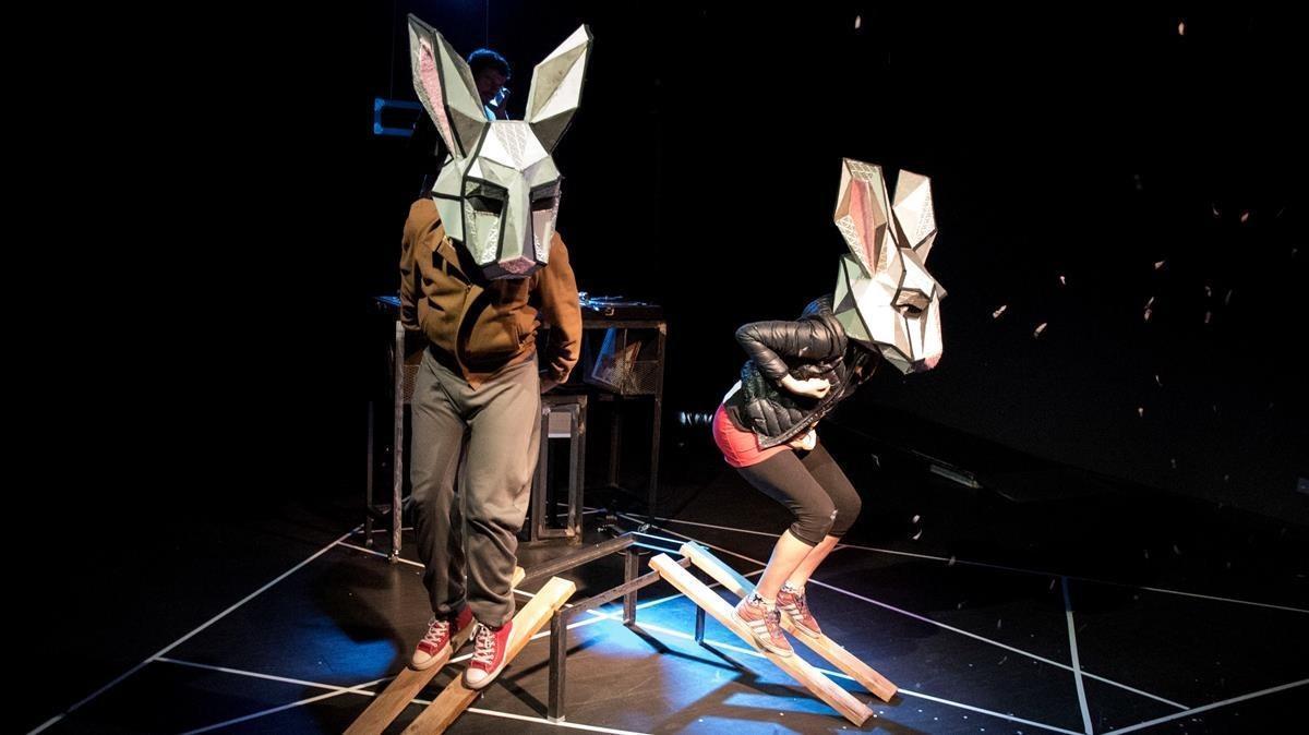 Una escena de 'Fuga de conills', una obra de Martina Cabanas.