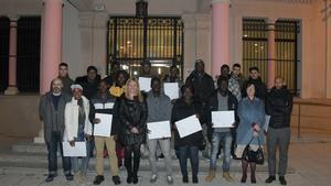 Un total de 17 vecinos de Rubí procedentes de otros países han recibido el Certificado de Acogida, después de haber completado una serie de cursos sobre competencias básicas.