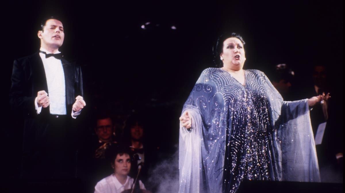 Montserrat Caballé y Freddie Mercury, en una actuación en 1987.