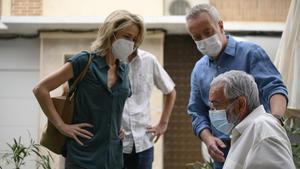 Silvia Abascal (María) y Carlos Hipólito (Carlitos), con Imanol Arias (Antonio), en la serie 'Cuéntame'.