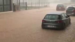 Rescatadas dos personas y dos perros atrapados en un vehículo en Terres de l'Ebre