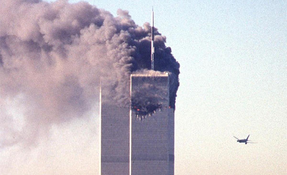 Imagen del segundo avión que se estrelló contra las Torres Gemelas el 11 de septiembre del 2001.