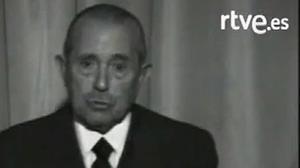 Arias Navarro anuncia la muerte de Franco el 20 denoviembre de 1975.