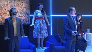 La obra cuenta el enfrentamiento entre un director y sus tres empleados.
