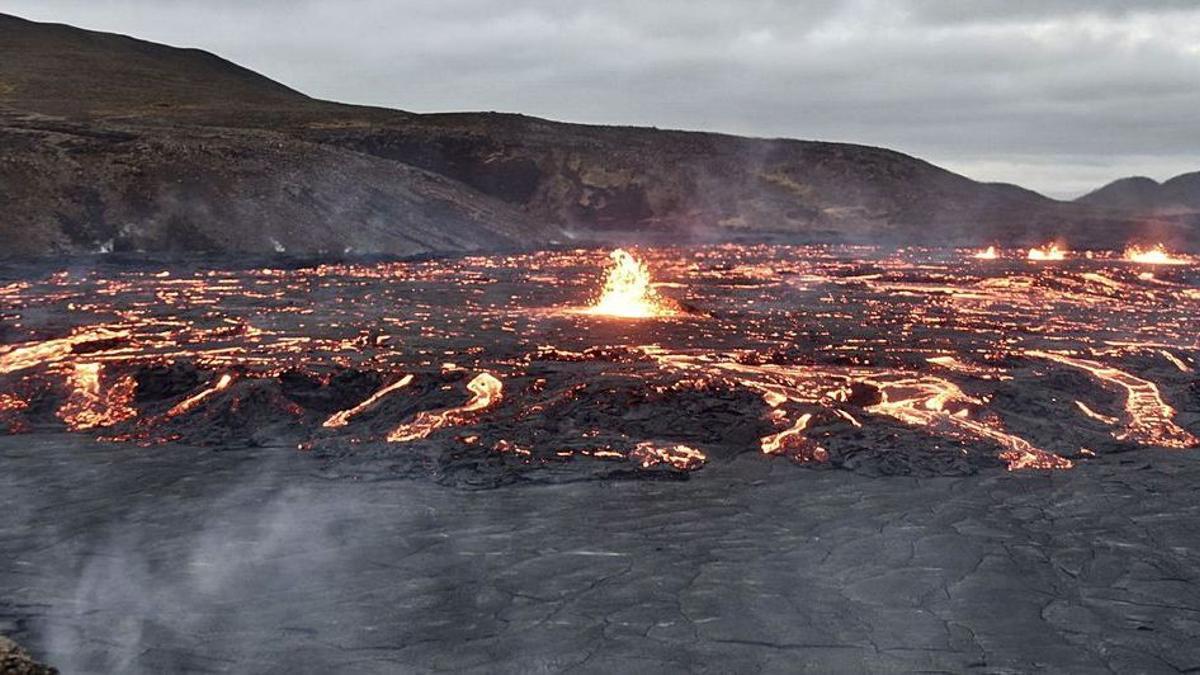 El volcán Fagradalsfjall, en el valle de Geldingardelur, al suroeste de la isla, cerca de Reikiavik.