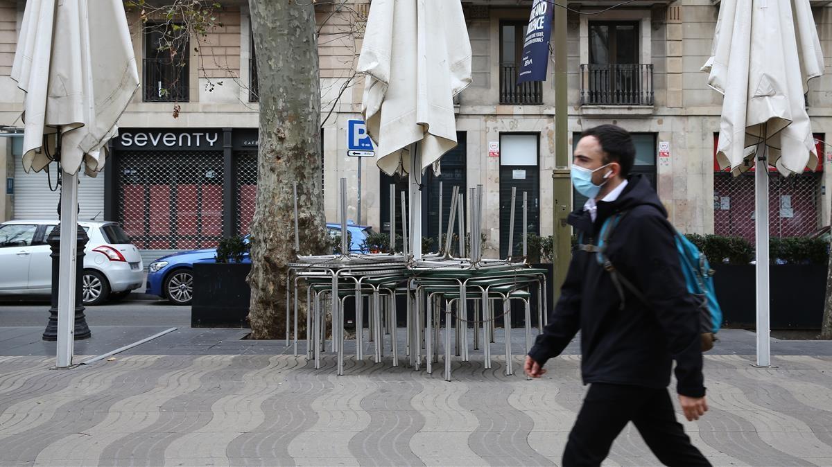 Terrazas cerradas en la Rambla de Barcelona.