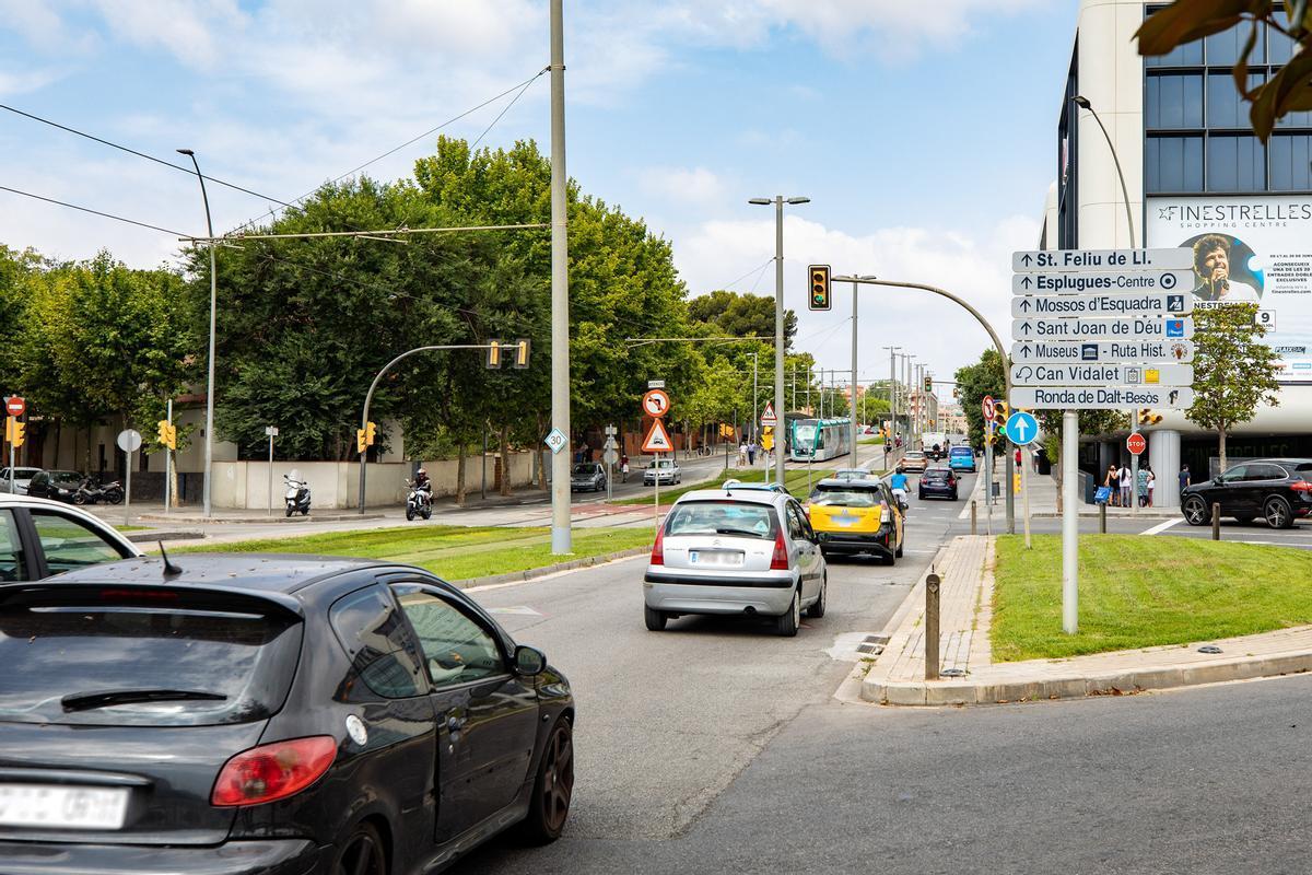 Imagen de la carretera de Collblanc a su paso por Esplugues