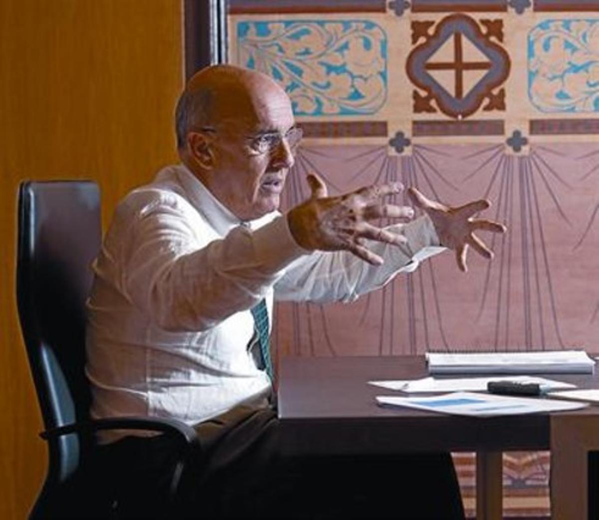 Ruiz, en un momento de la entrevista en su despacho del departamento de Salut.