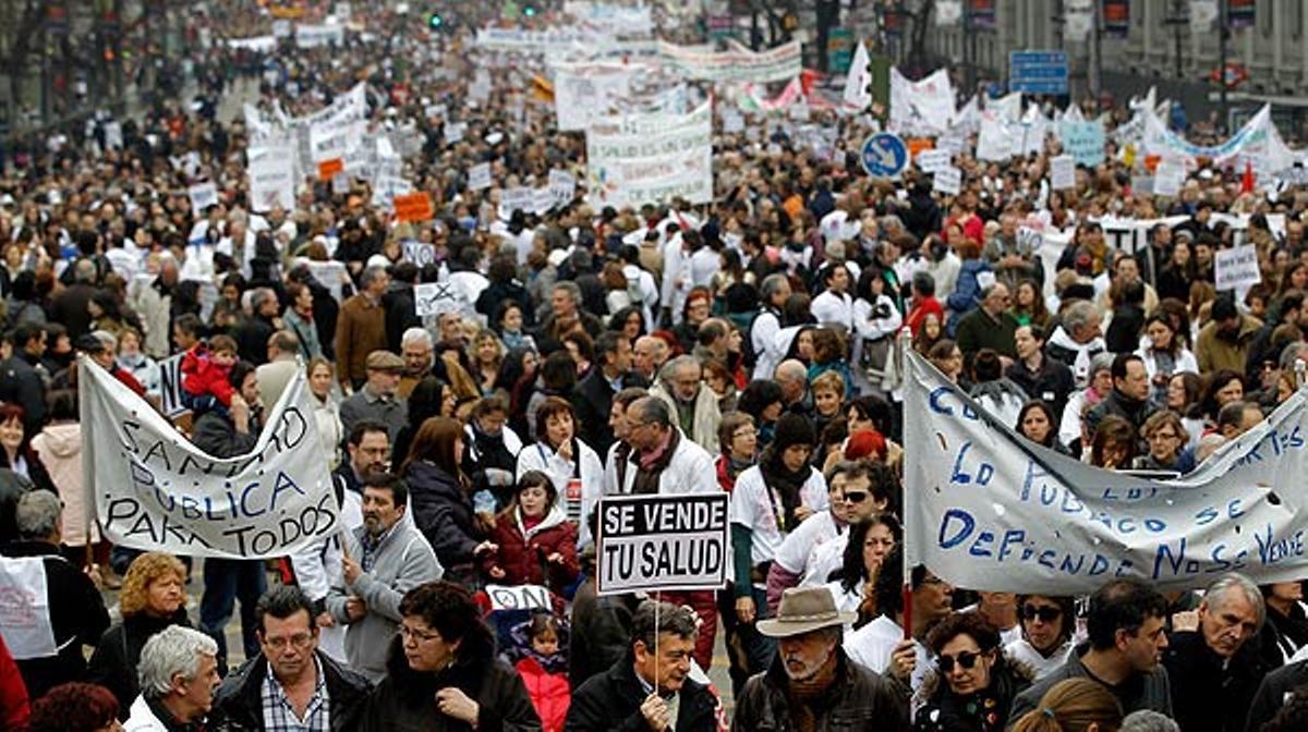Las marchas en defensa de la sanidad pública han recorrido hoy las calles de 16 ciudades españolas.