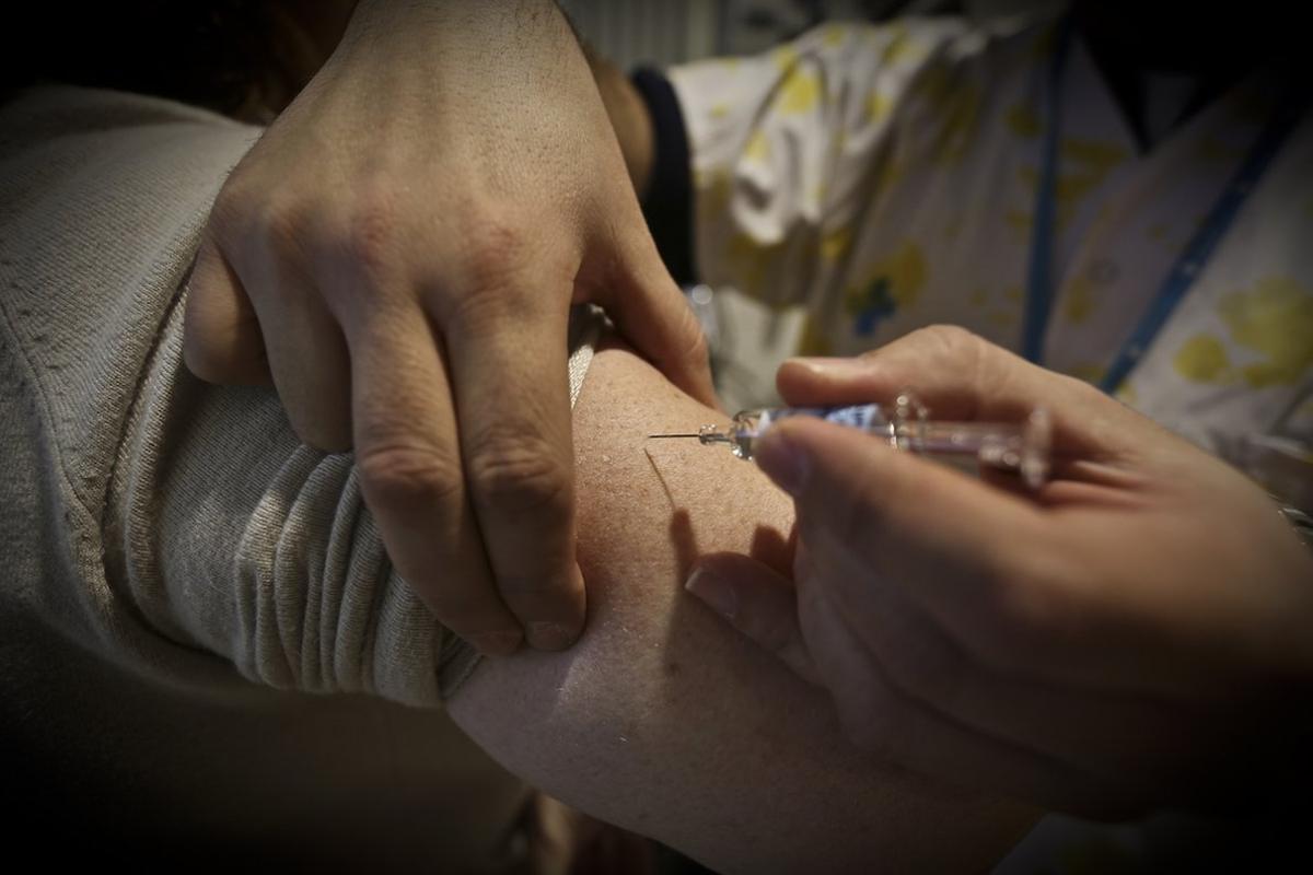 Salut potencia la vacunación de la gripe para evitar la sobrecarga del sistema