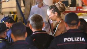 Carola Rackete, capitana del Sea Watch 3, detenida en Lampedusa.