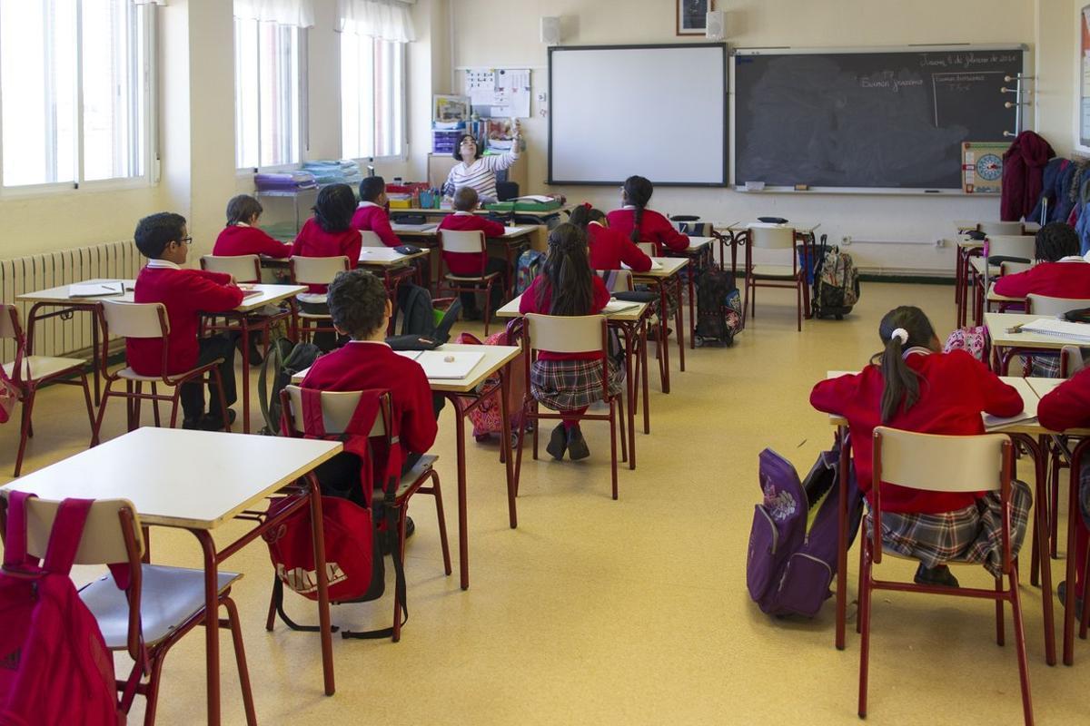 04/02/2016 Colegio, escuela, aula, primaria, clase, niño, niña, niños, estudiando, estudiar, escribir, escribiendo, deberes, profesor, profesora, profesores