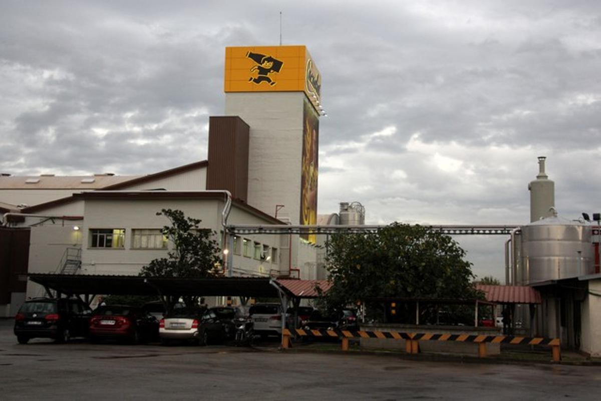 Vista general de l'exterior de la nova fàbrica de Cacaolat a Santa Coloma de Gramenet.