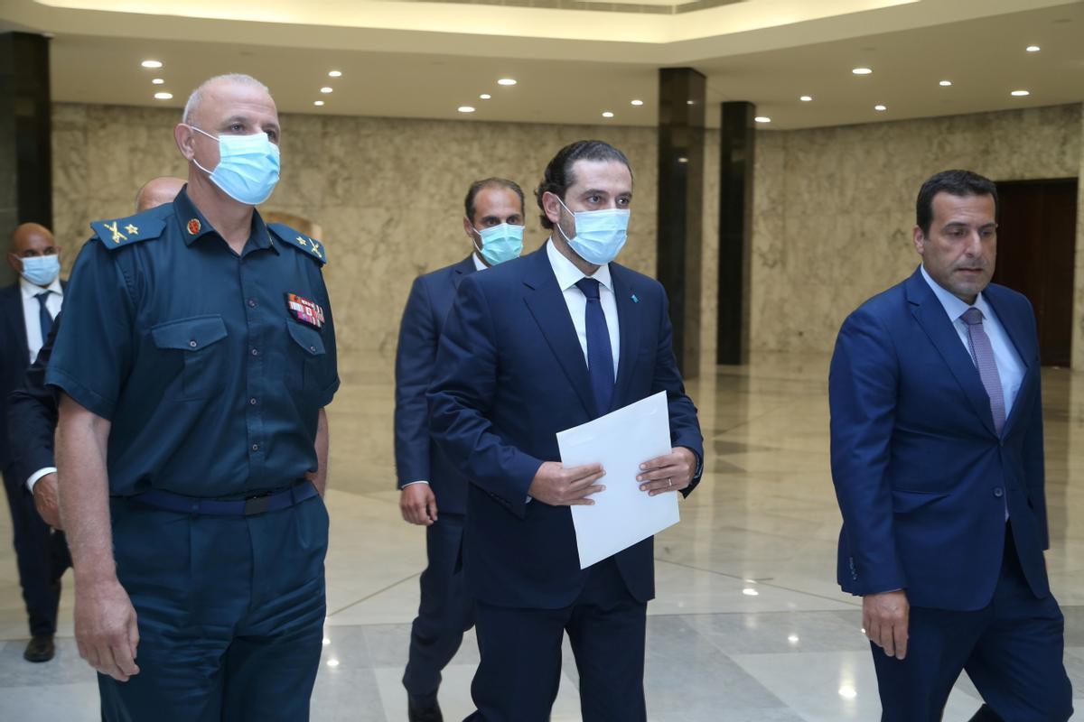Saad al Hariri, en el centro de la imagen, hoy antes de reunirse con el presidente libanés, Michel Aoun.