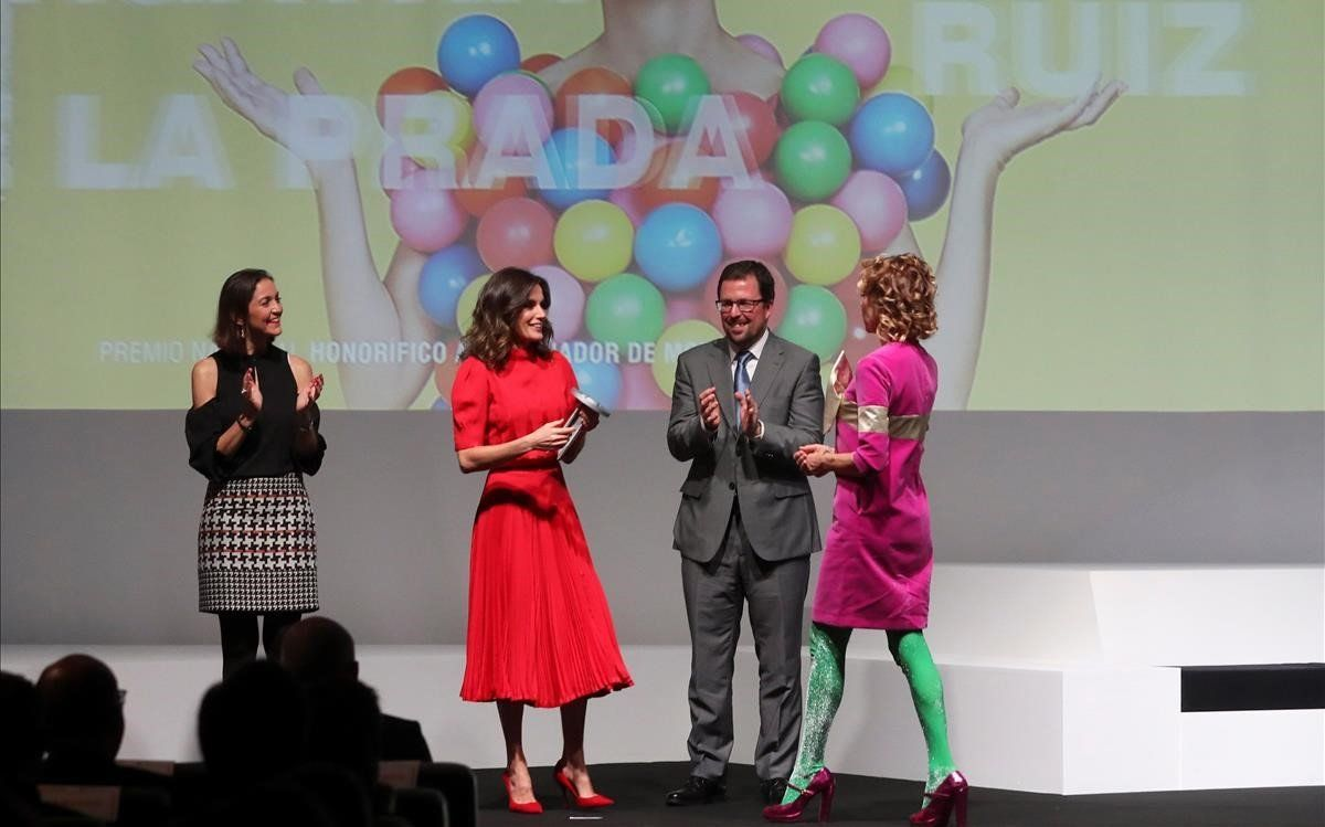 La reina Letícia recicla un vestit de la reina Sofia en els Premios Nacionales de Moda