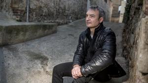 Lluís Llort, en una calle del Poble Sec, en Barcelona, este miércoles.