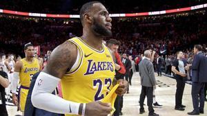 Lebron James con la camsita de los Lakers.